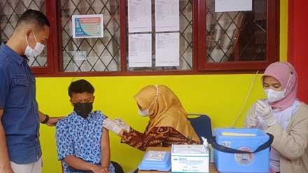 Vaksinasi Pelajar di SMKN 1 Gunung Talang