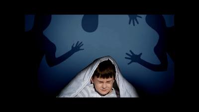 Seorang anak yang takut gelap