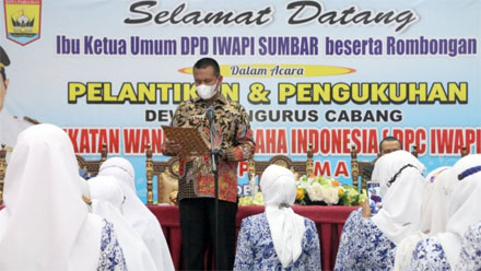 Wako Genius Umar Kukuhkan Pengurus IWAPI Kota Pariaman