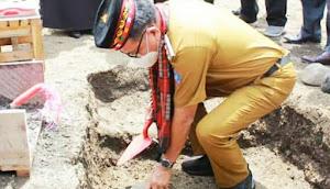 Walikota Bitung  Melaksanakan Peletakan Batu Pertama Pembangunan Masjid Jami Darul Ulum