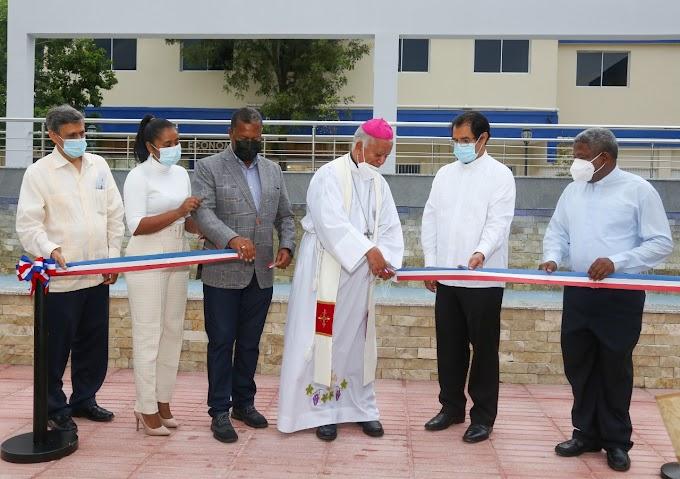 UCATEBA celebra misa en Acción de Gracias por 26 aniversario; designan calle a Mamerto Rivas e inauguran Plaza y Economato