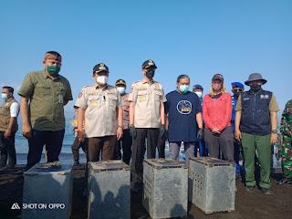 Hari Satwa Dunia, Bupati Jember dan BKSDA Lepaskan Satwa Liar ke Nusa Barong