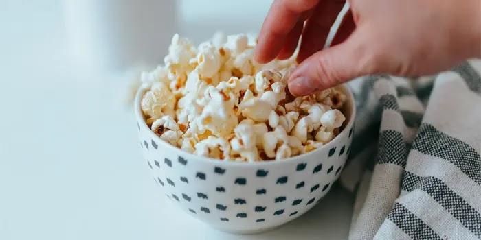 popcorn jadi camilan malam hari yang cocok untuk diet