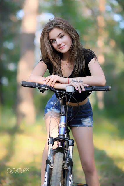 cycle par ladki ka photo download