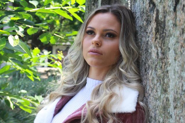 """Influência da música pop, Ellen Lizz apresenta """"Inconstante"""""""
