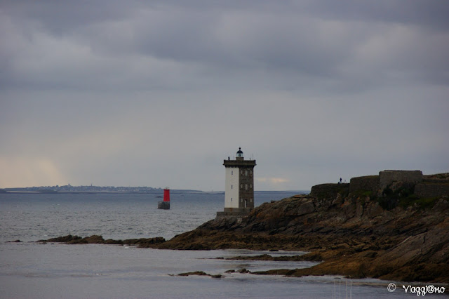 La torre quadrata del Faro di Kermovan