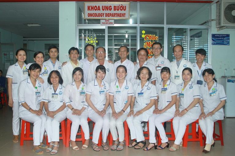 Đội ngũ bác sĩ tại bệnh viện Ung Bướu TPHCM