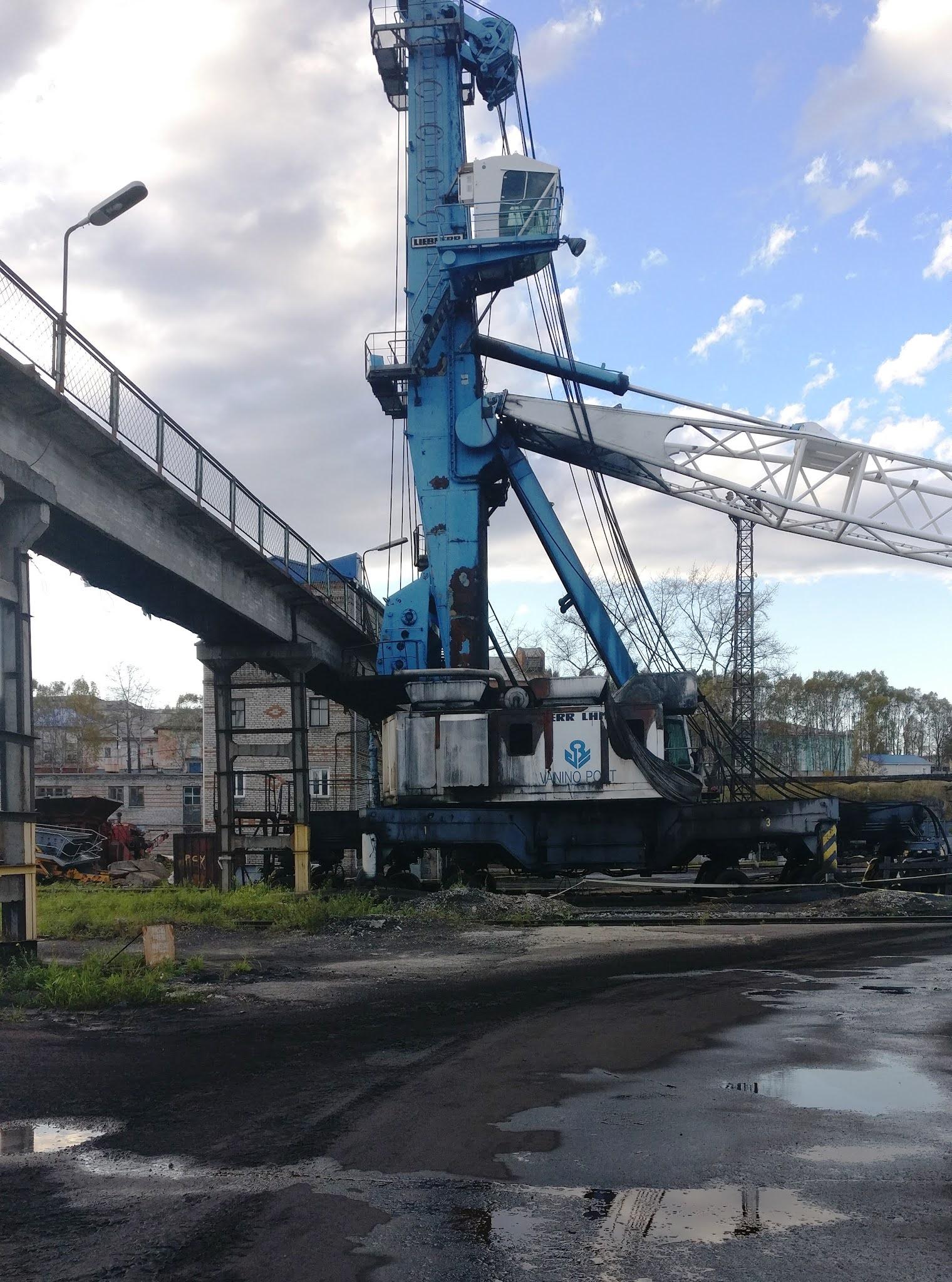 liebherr в порту Ванино © www.vaninonews.ru