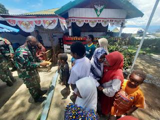 Satgas Pamrahwan Yonif RK 751/VJS Bersama Masyarakat Rayakan HUT Ke 76 TNI