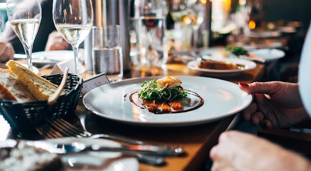 Like the best houses in London and Paris: 5 rules of table etiquette you need to know