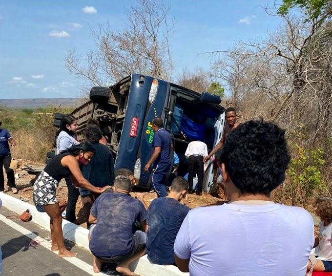 Acidente com ônibus deixa mortos e feridos na BR 135 no Sul do Piauí