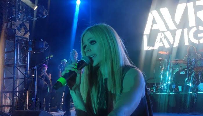 Mira los vídeos del concierto de Avril Lavigne en el Emo Nite Las Vegas 2021