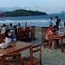 Restoran di Pantai Holtekamp Stop Orderan Padahal Baru Tiga Jam Buka