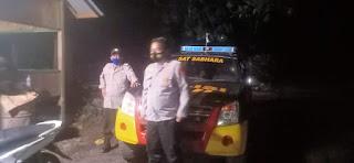 Memberikan Rasa Aman Kepada Warga Personel Polsek Cendana Polres Enrekang Melaksanakan Patroli Blue Light