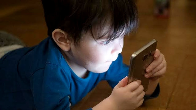 Should children be allowed to play mobile games?