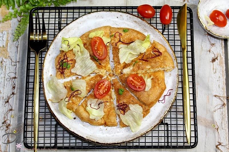 Omlet z płatkami owsianymi i żółtym serem