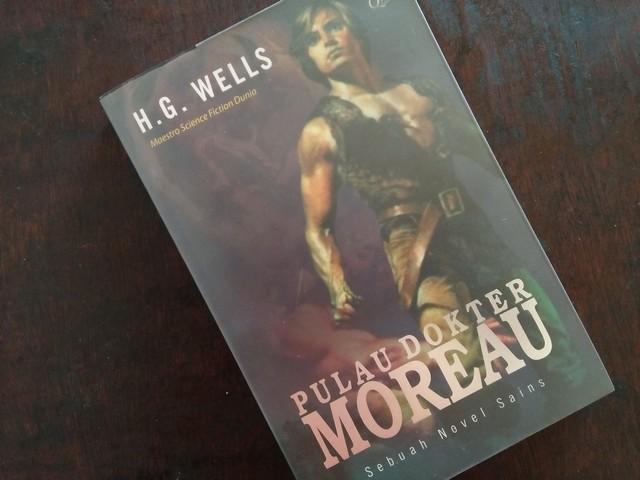 """Resensi Novel """"Pulau Dokter Moreau"""""""