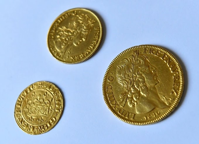 LUÍZES DE OURO ENCONTRADOS NA FRANÇA - Moedas de ouro do século XVII do período anterior à Revolução Francesa.