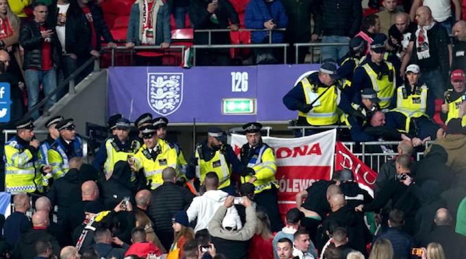 Egy magyar szemtanú mesél, milyen volt a rendőri túlkapás az angol-magyar meccsen