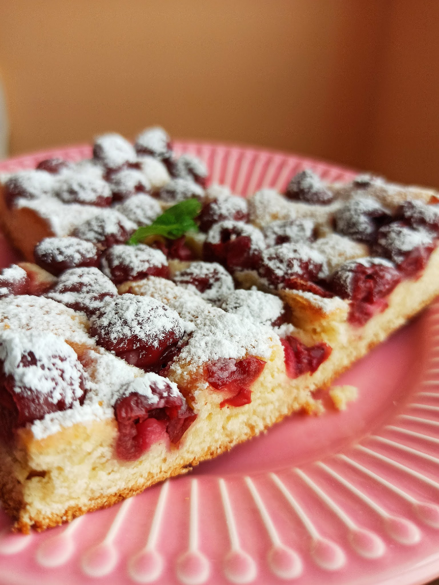 Ciasto krucho-drożdżowe z wiśniami