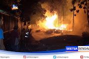 Dua Gudang Penyimpanan Limbah Kayu Mebeler Ludes Terbakar
