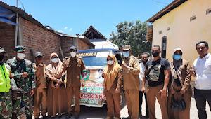 Camat Rasbar Beserta Lurah Bantu Korban Kebakaran di Desa Naru | SorotNTB