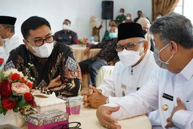 Rakor Satu Data Indonesia (SDI), Wabup Richi Aprian Tanda Tangani Komitmen Bersama