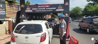 Sebagai Upaya Akhiri Pandemi, Gerai Vaksinasi Drive Thru Polres Pelabuhan Makassar terus beroperasi berikan Vaksin