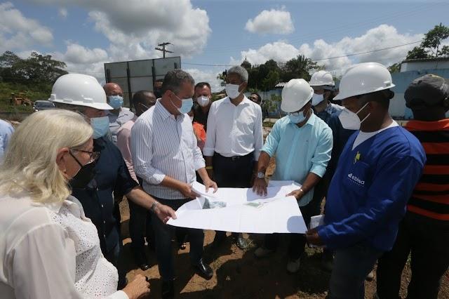 Rui Costa visita Aratuípe para vistoria de terreno de uma nova escola