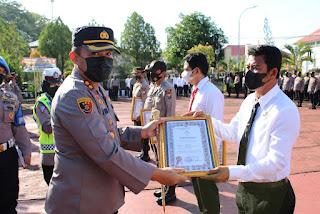 Ungkap Curanmor, 6 Personel Polsek Sinjai Selatan dan 1 Warga Diganjar Penghargaan.