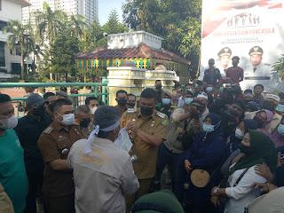 Datangi Kantor Wali Kota Medan,  Masyarakat Belawan Tagih Janji Bobby Nasution Atasi Banjir Rob