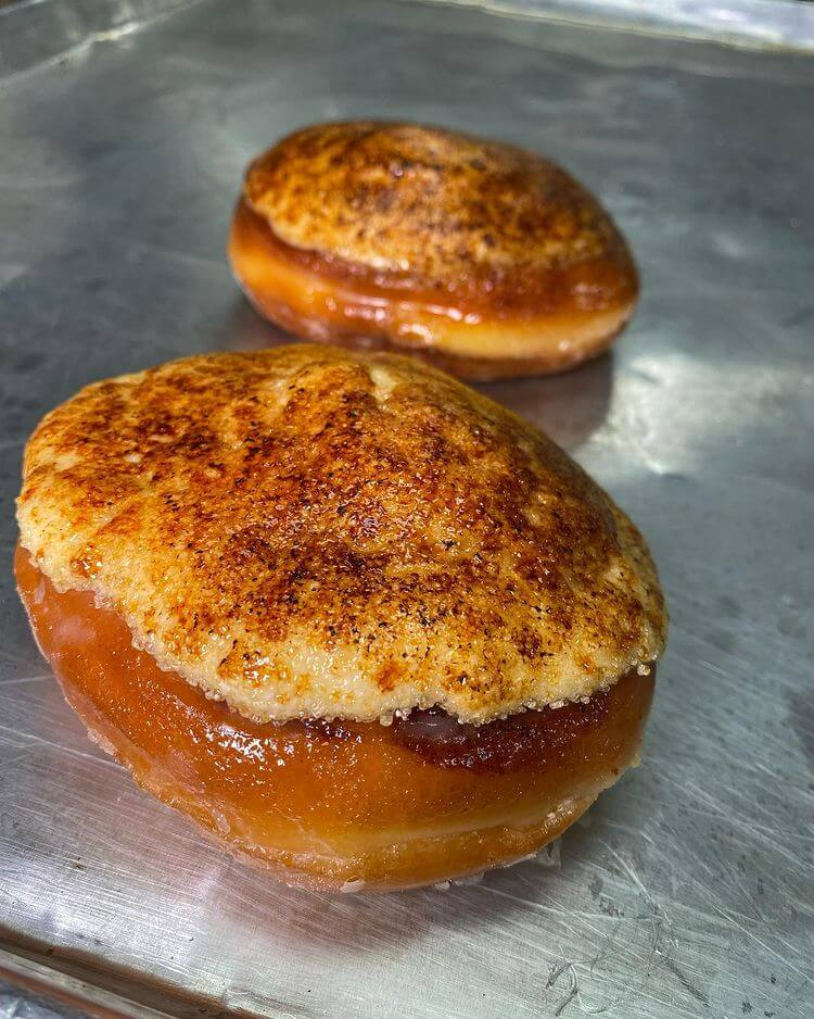 CINNAMON ROLL CREAM BRULEE Picture Of Delicious Food