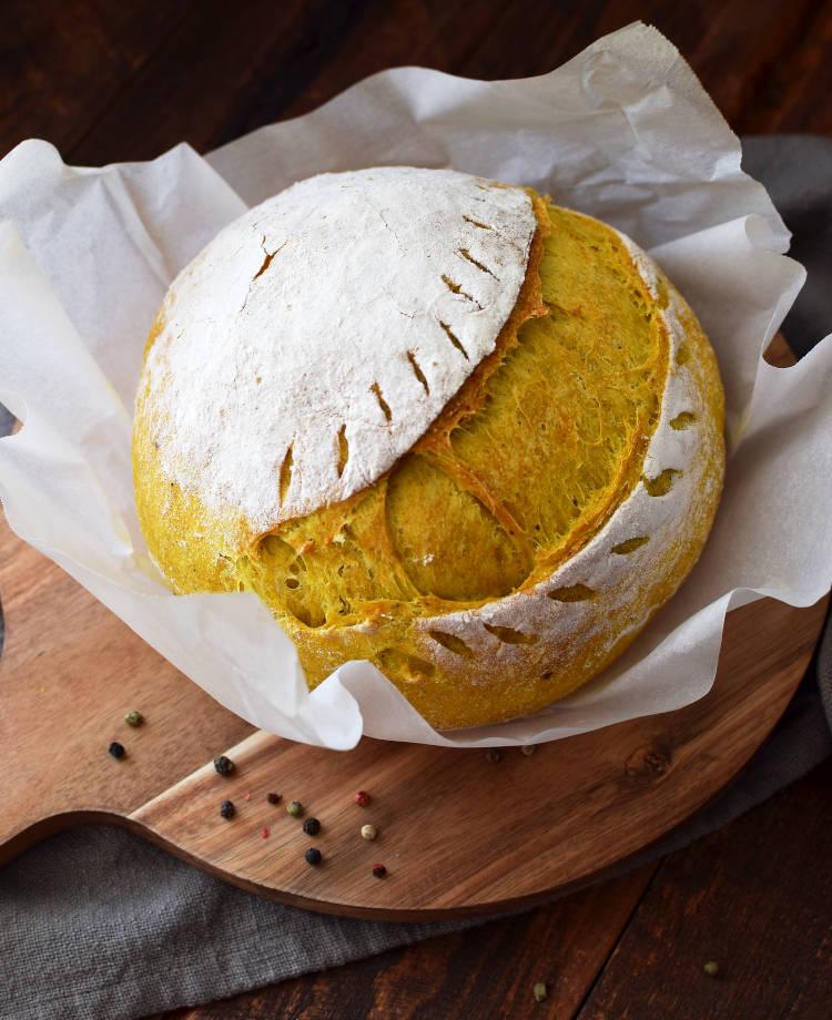 Pan con cúrcuma y pimienta