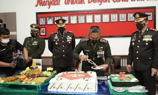 HUT ke-76 TNI, Kapolres Humbahas dan Taput Bersama Bupati Berikan Kejutan Kepada Damdim 0210/TU