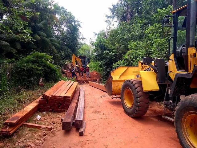 PREFEITURA DE SANTARÉM inicia recuperação da ponte de madeira que dá acesso ao Ramal do Paraíso