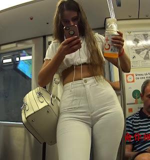 Bonita mujer hermoso trasero pantalon apretado
