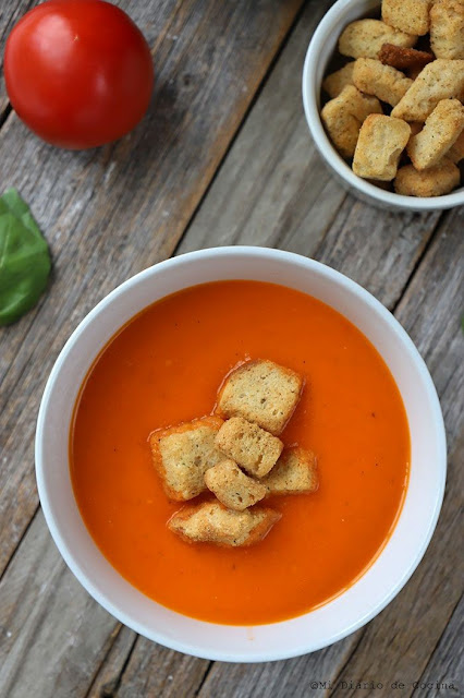 Sopa de tomate e iogurte