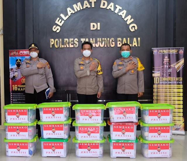Jum'at Barokah, Kapolres Tanjung Balai Membagikan Bansos Presisi dari Kapolda Sumut Kepada Warga Terdampak Pandemi Covid-19