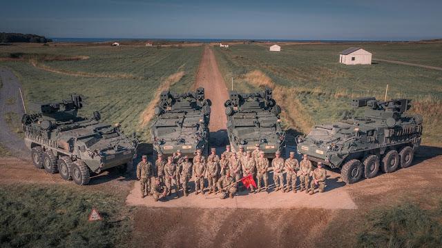 """Một số binh sĩ từ Trung đội 3 đã tham gia cuộc thử nghiệm ban đầu của M-SHORAD tại White Sands, New Mexico, nhưng đây là lần đầu tiên bắn đạn thật M-SHORAD cho nhiều người lính Alpha Battery.  Xạ thủ M-SHORAD Spc. Lilly Allen nhận xét, """"Tuần này thật thú vị, tôi đã tận hưởng từng phút của nó. Stinger thật tuyệt vời! Tôi nghĩ nền tảng Stryker nói chung là một trong những thứ tốt nhất mà chúng tôi có thể thêm vào ADA. Khả năng cơ động, khả năng, mọi thứ về nó chắc chắn mang lại lợi thế cho chi nhánh của chúng tôi. """"  Cuộc tập trận lớn tiếp theo của M-SHORAD sẽ là Saber Strike 22 vào mùa đông năm nay. Tập trận Saber Strike là một cuộc tập trận kết hợp hàng năm được tiến hành tại nhiều địa điểm khác nhau trên khắp Estonia, Latvia, Lithuania và Ba Lan. Việc đào tạo kết hợp chuẩn bị cho các đồng minh và đối tác ứng phó nhiều hơn với các cuộc khủng hoảng khu vực và đáp ứng nhu cầu an ninh của chính họ bằng cách cải thiện an ninh biên giới và chống lại các mối đe dọa."""
