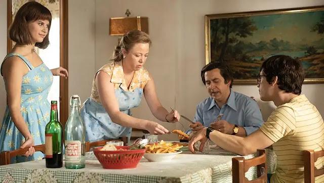 La familia de Nacho le quiere: su hermana Cristina (Elisabet Casanova), su madre Rosa (Ainhoa Santamaría) y su padre Ignacio (Santiago Molero)