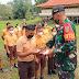 Cegah Covid-19 Satgas Yonif 144/JY Bagikan 450 Masker ke SMPN 1 di Perbatasan