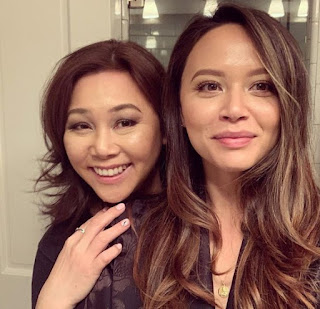 Melissa O'Neil clicking selfie with her mom Alison