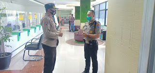 Door to door, Unit Binmas Polsek Soeta Edukasi dan berikan Imbau Protokol Kesehatan