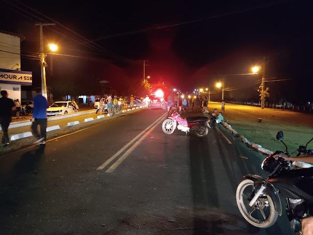 Três pessoas socorridas pelo SAMU após colisão entre motocicletas em Crateús