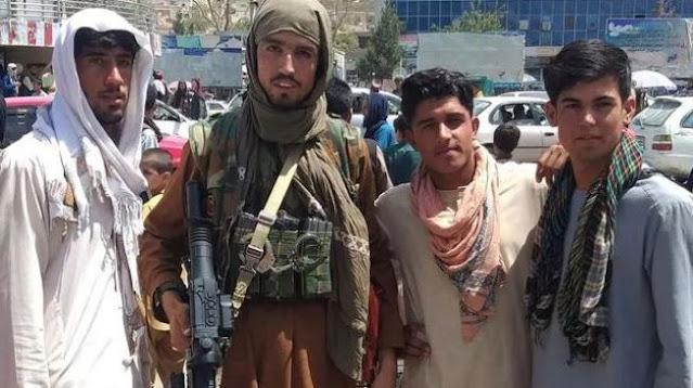Gaya Milisi Taliban Ternyata Hypebeast, dari Tutup Kepala hingga Sepatu Rp 50 Juta