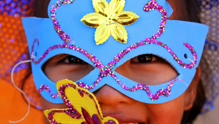 Decorate the mask with glitter