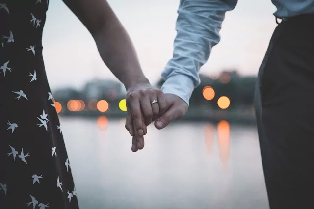 best hindi Romantic poetry and shayari 2021 | best hindi shayari | hindi Relationship Advice | poetry on mohabbat by feel2insidepoetrys.com