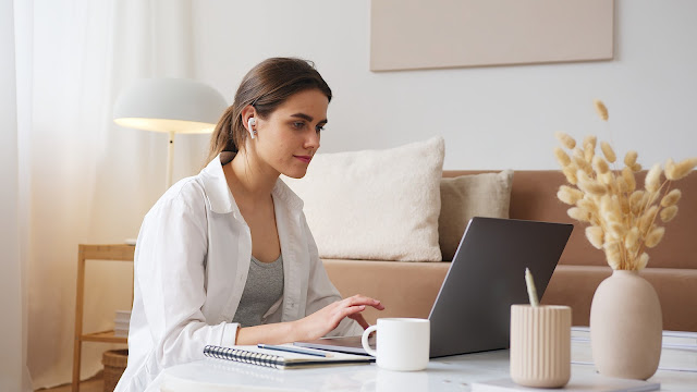 5 Tips Mudah Menjaga Postur Tubuh Masa Kuliah Online