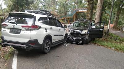 Dua Unit Mobil Toyota Rush Lago Kambiang