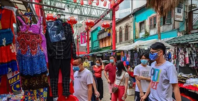 People wear masks to prevent COVID-19 infection in Kuala Lumpur, Malaysia. Photo documentary: THX